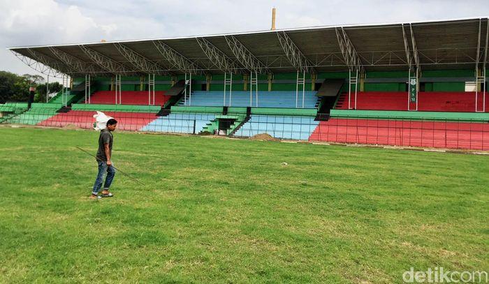 Untuk itu Stadion Teladan pun sedang menjalani renovasi yang diharapkan selesai pada bulan Februari mendatang.