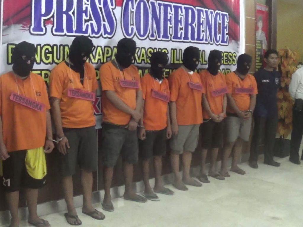 Foto: Barisan Para Pengemudi Grab Pengantar Tuyul