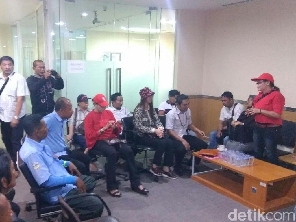 Usai Demo di Balai Kota, Sopir Angkot Tanah Abang Mengadu ke DPRD