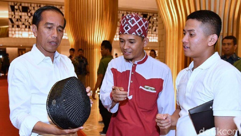 Saat Jokowi Kepincut Peci Turki yang Tak Mau Diambil Sebagai Hadiah