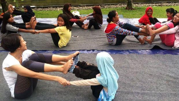 4 Hal tentang Yoga Anak yang Perlu Bunda Tahu/