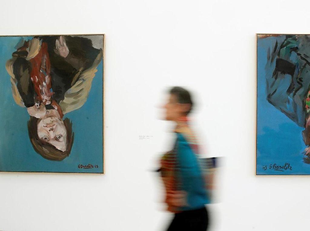Pelukis Jerman Baselitz Pamerkan 90 Lukisan Terbalik