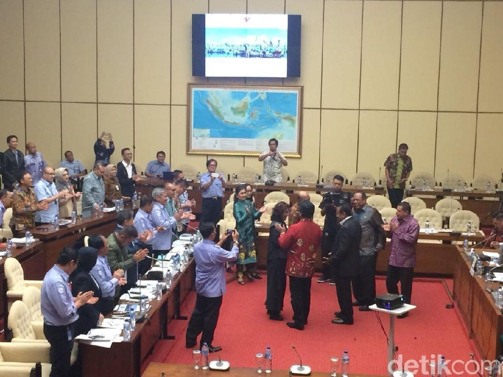 Rapat di DPR, Susi Dapat Ucapan Selamat Ulang Tahun