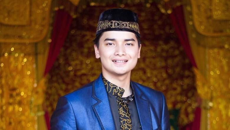 Jawab Netizen, Alvin Cerita Kedekatan Abi Arifin Ilham dengan Jokowi