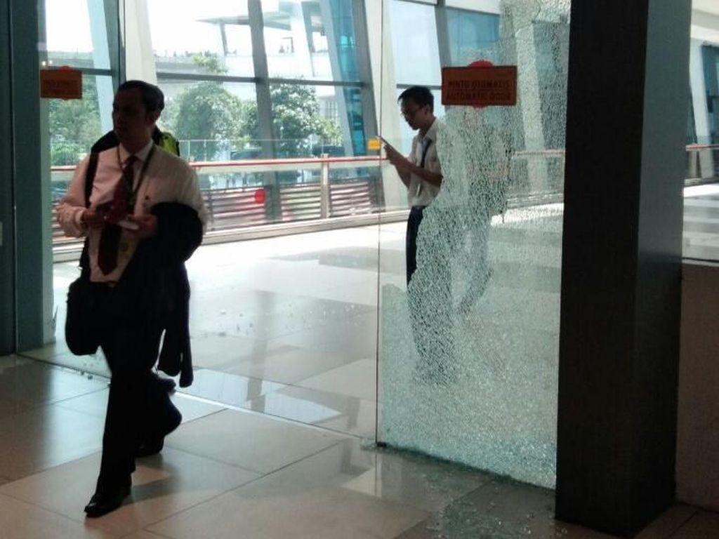 Gempa 6,1 SR, Pintu Kaca di Bandara Soekarno-Hatta Pecah