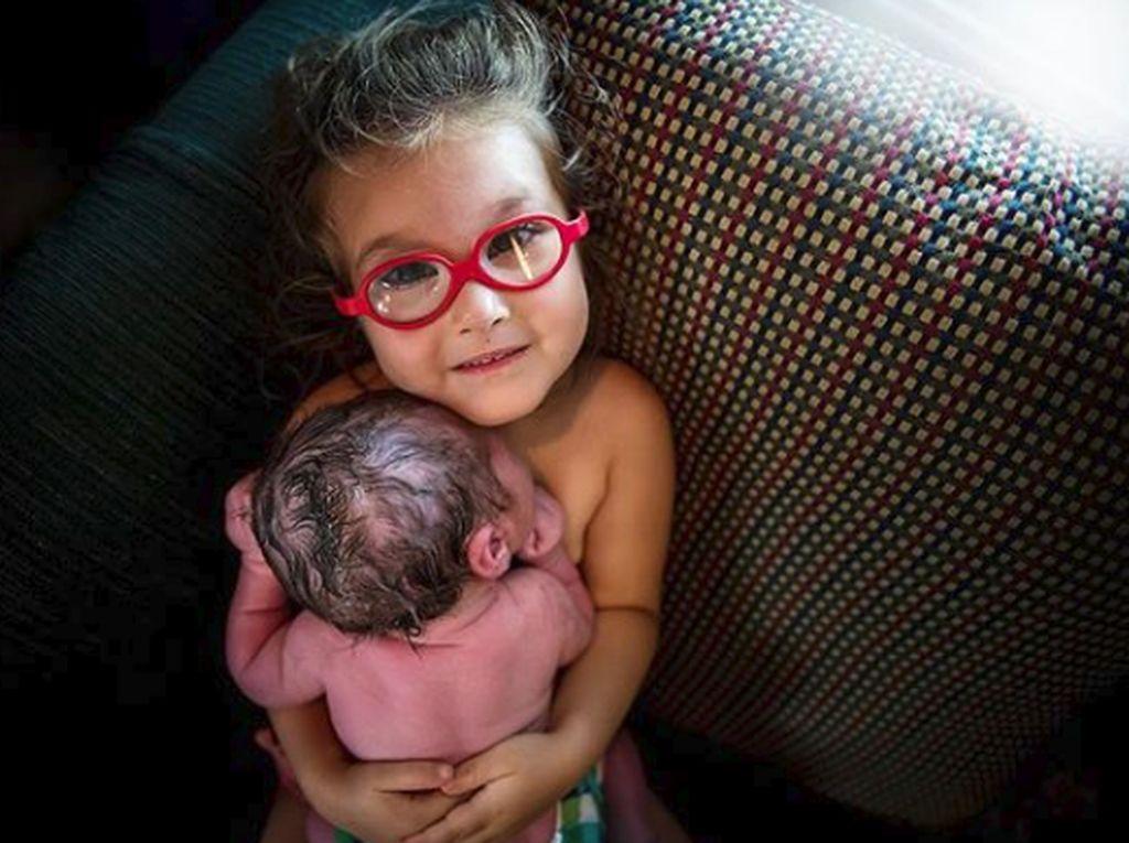 Kisah Bocah 3 Tahun yang Happy Melihat Proses Persalinan Ibunya