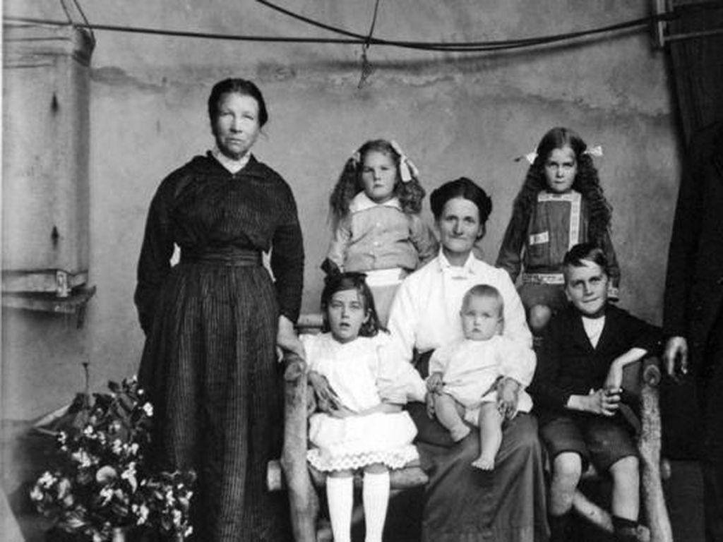 Kumpulan Foto Ungkap Kehidupan Kelas Pekerja Australia Sebelum Perang