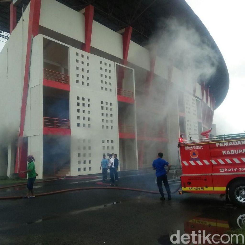 Stadion Kandang PS TNI dan Persiba Bantul Kebakaran