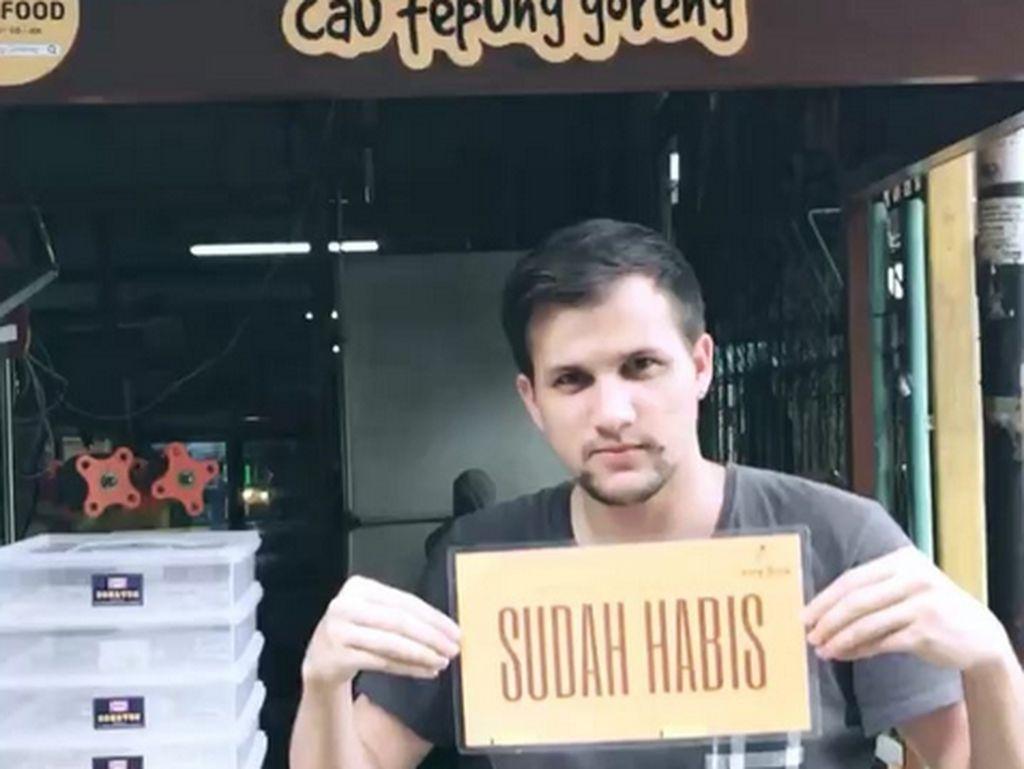 Bukan Restoran Mewah, 8 Artis Ini Pilih Berbisnis Warung Kaki Lima