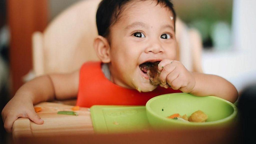 Lihat Nih 8 Foto Kawa, Anak Andien Saat Makan yang Bikin Gemas!