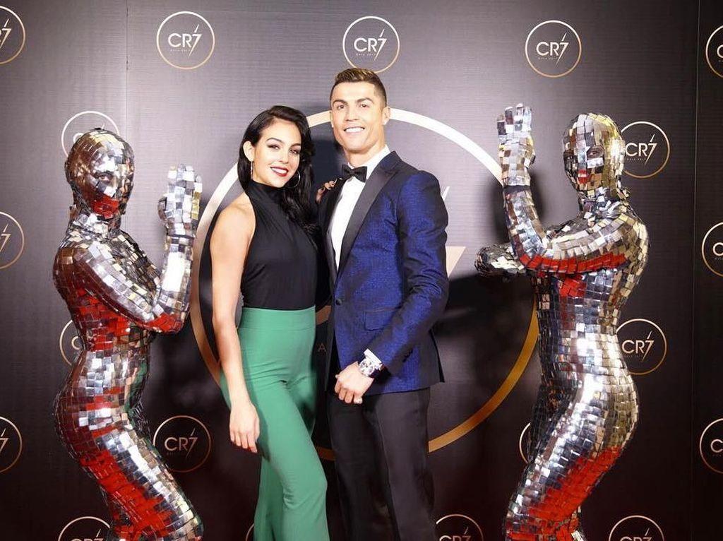 Kemesraan Cristiano Ronaldo yang Simpel