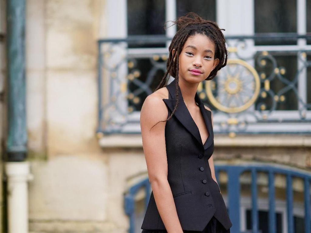 Foto: Willow Smith di Fashion Show Dior, Dulu Tomboi Kini Feminin