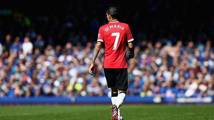 LIVERPOOL, ENGLAND - APRIL 26:  Angel Di Maria of Manchester United in action during the Barclays Premier League match between Everton and Manchester United at Goodison Park on April 26, 2015 in Liverpool, England.  (Photo by Clive Brunskill/Getty Images)