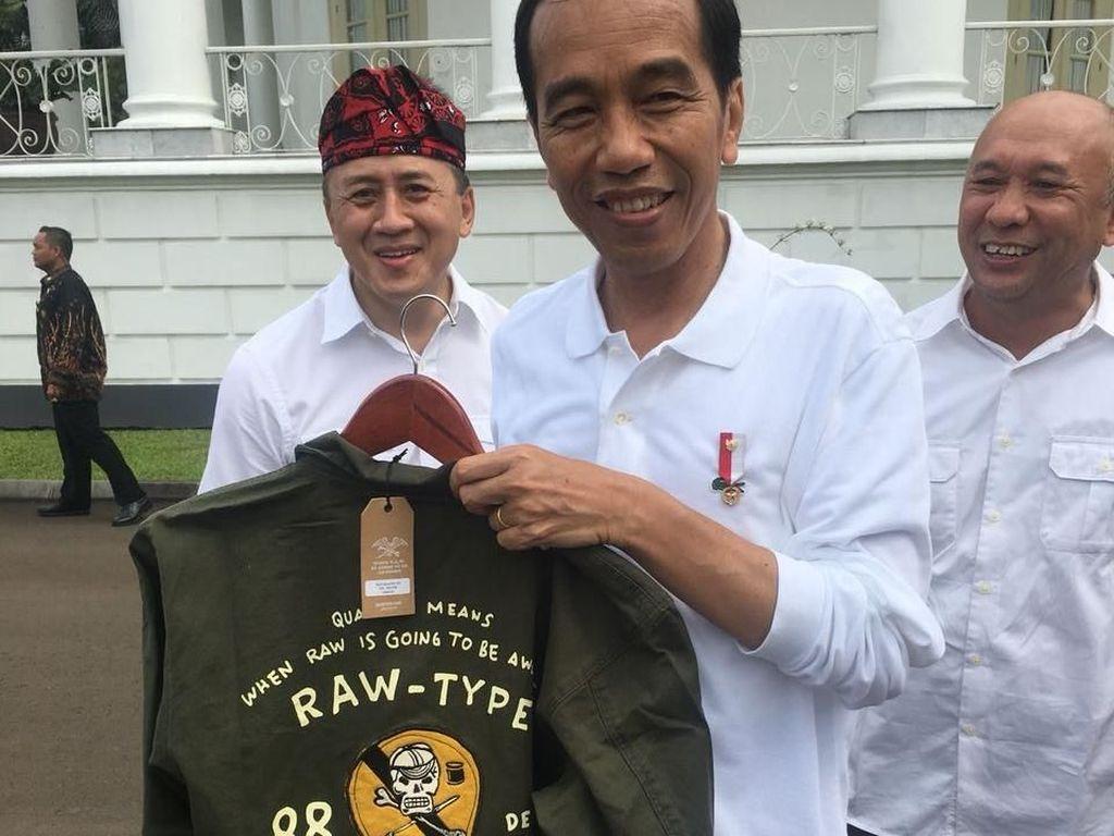 Arti Gambar Tengkorak dan Kuas di Jaket Garang yang Dibeli Jokowi