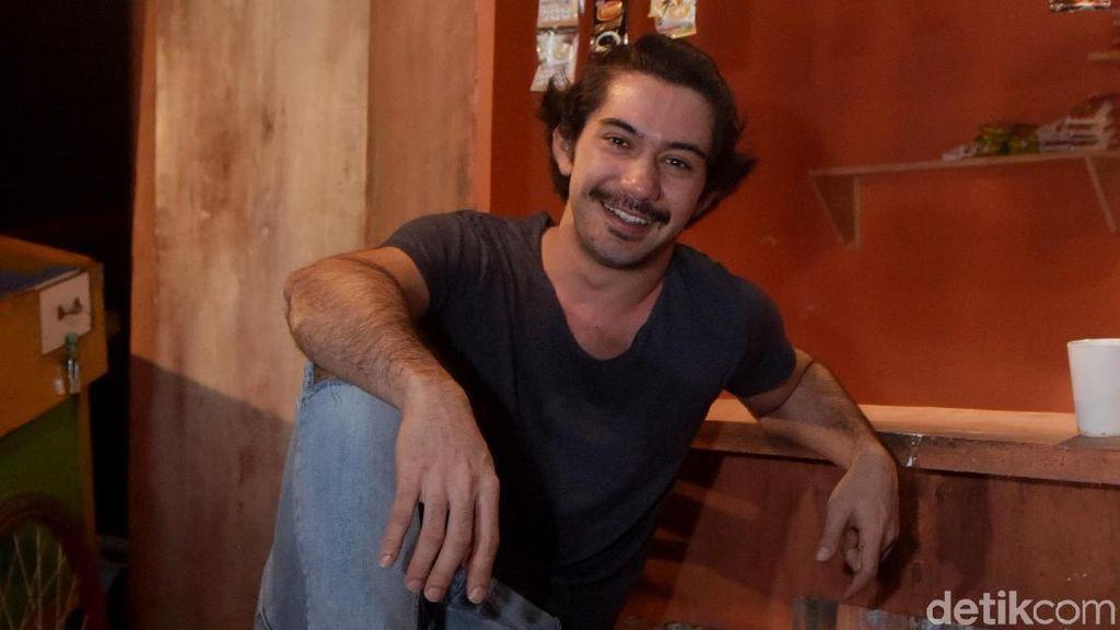 Perubahan Reza Rahadian untuk Film Benyamin: Biang Kerok