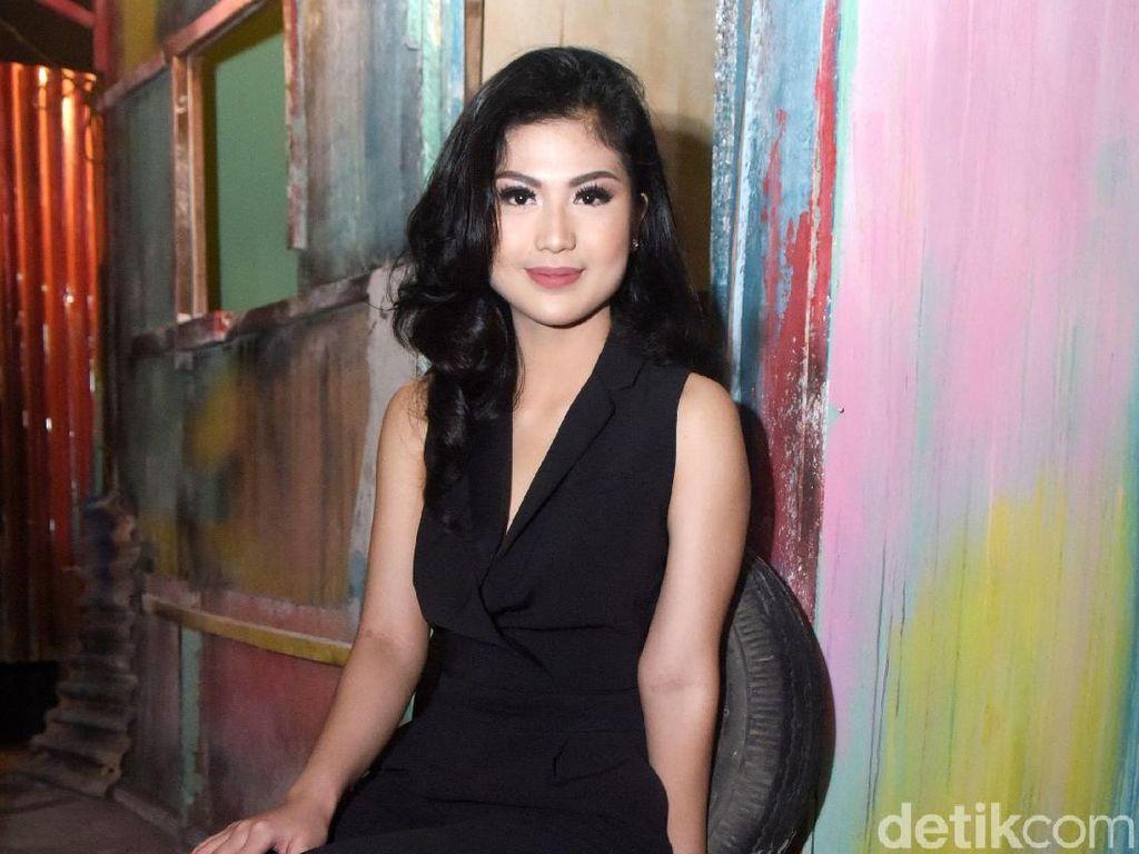 Pesona Delia Husein, Lawan Main Reza Rahadian di Benyamin: Biang Kerok