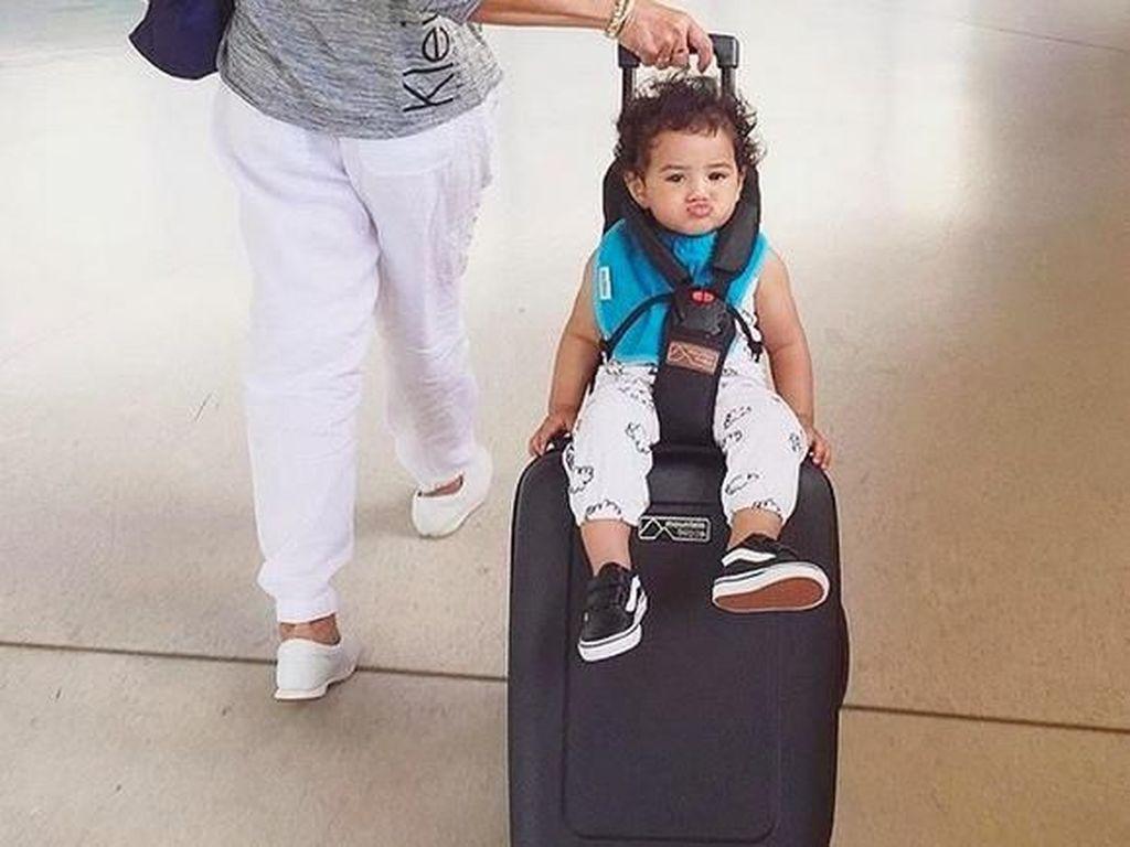 Gemas! Pakai Koper Ini Bisa Sekaligus Jadi Stroller Bayi