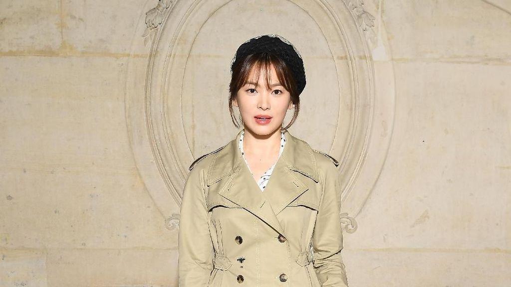 Foto: Gaya Stylish Song Hye Kyo & Song Joong Ki di Paris Fashion Week