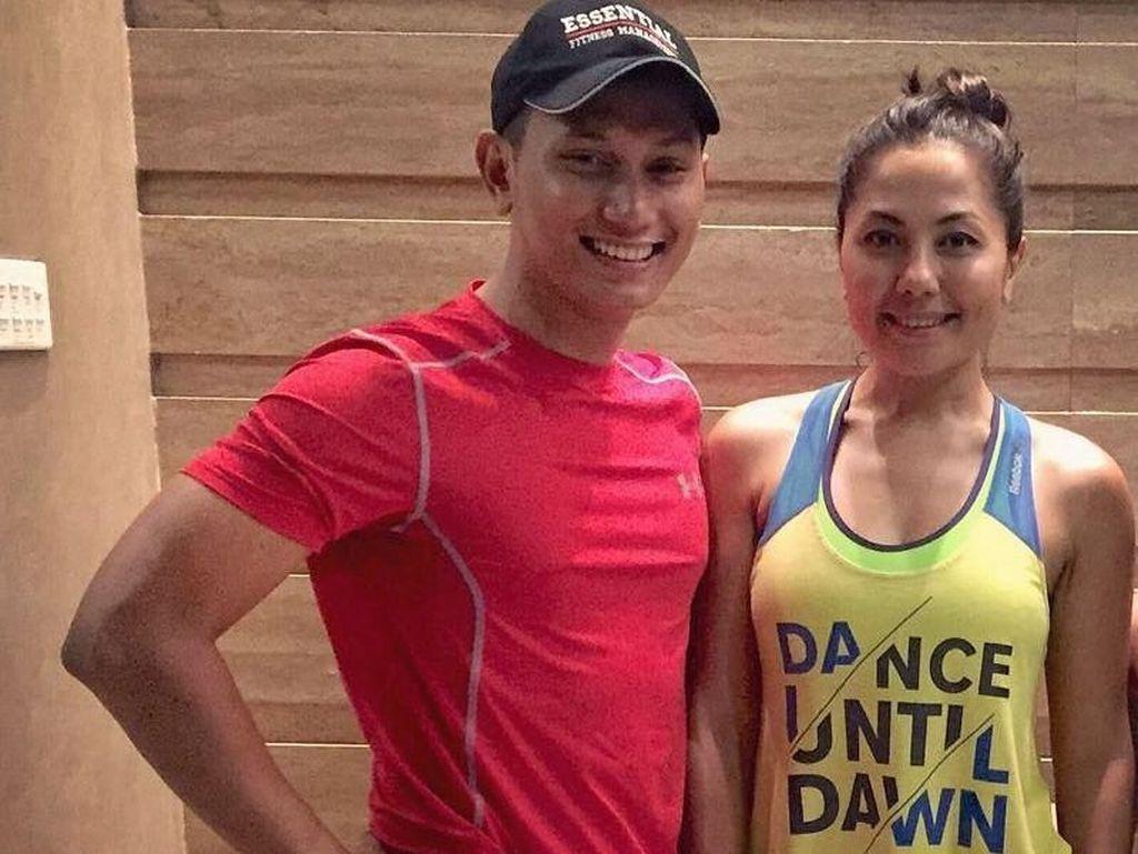 Kemesraan Emma Waroka dengan Suami Berondong, Suka Olahraga Bareng