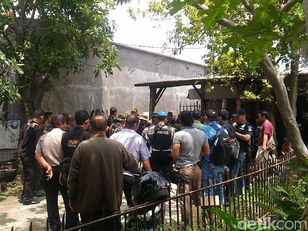 Pantau Polisi Via CCTV, Ada yang Kabur Saat Kampung Ambon Digerebek
