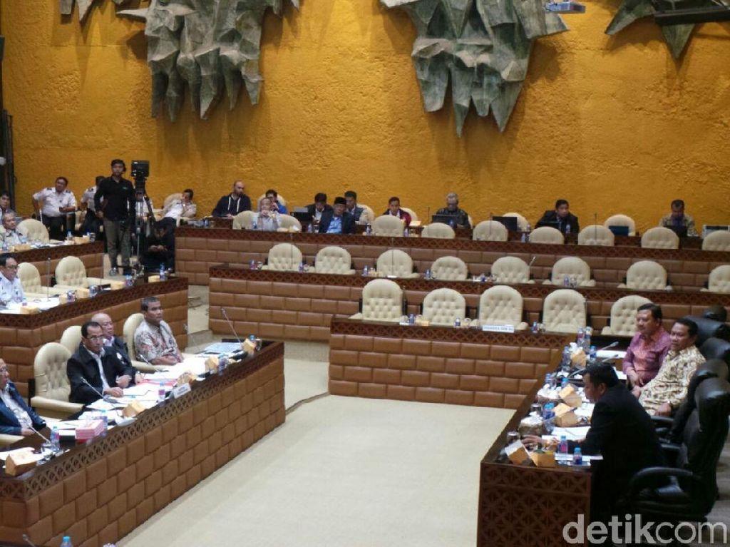 Ada Hantu di Rapat Menhub dengan Komisi V DPR