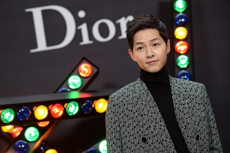 Urutan sembilan ada Song Joong Ki dengan bayaran USD 50,300 atau sekitar Rp 752 juta per episode. Mantan suami Song Hye Kyo ini populer lewat drama Sungkyunkwan Scandal, Nice Guy, Descendants of the Sun dan Arthdal Chronicles. Foto: dok. Getty Images