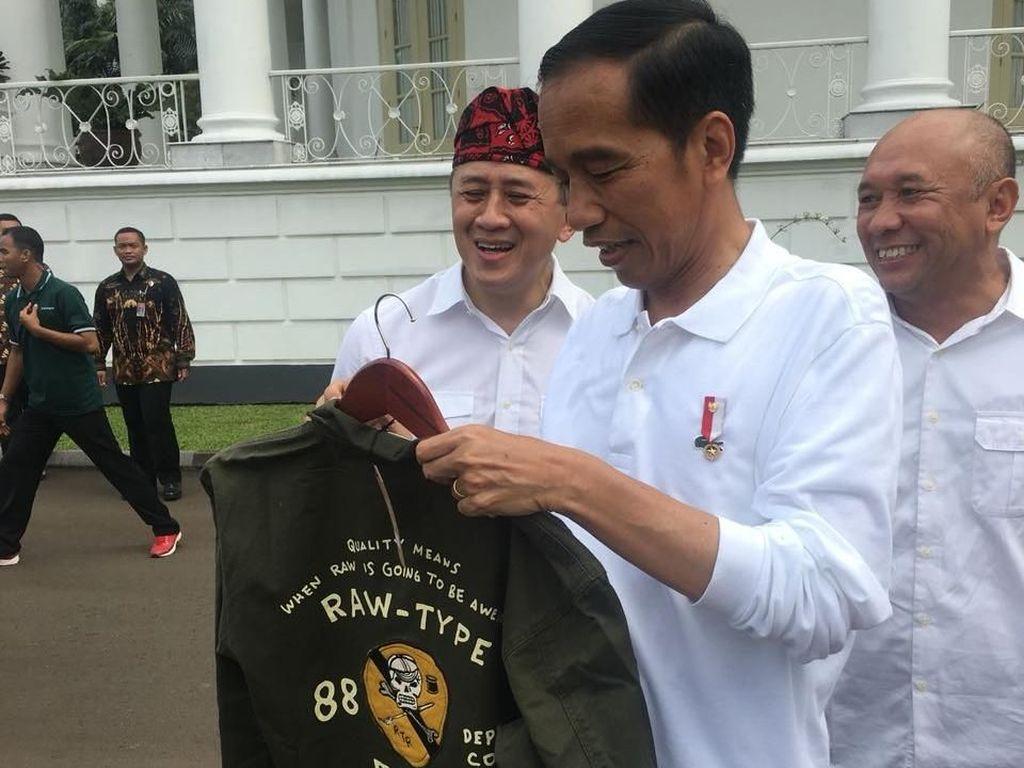 Berapa Harga Jaket Garang yang Dibeli Jokowi?