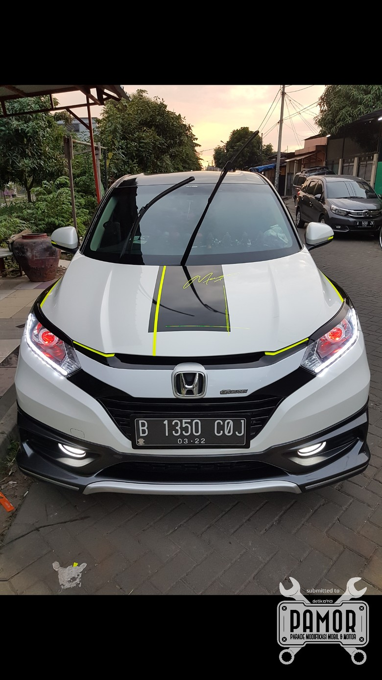 Modifikasi Cutting Sticker Honda HR-V Ini Keren Juga
