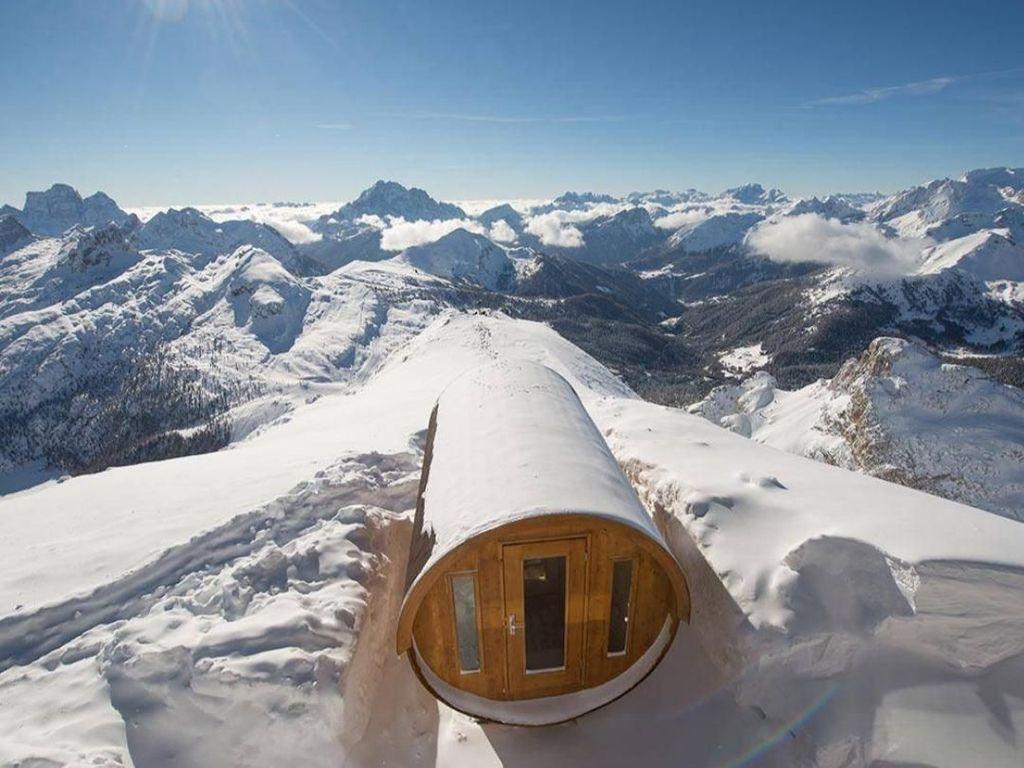 Bukan Main, Ada Sauna di Atas Gunung Es