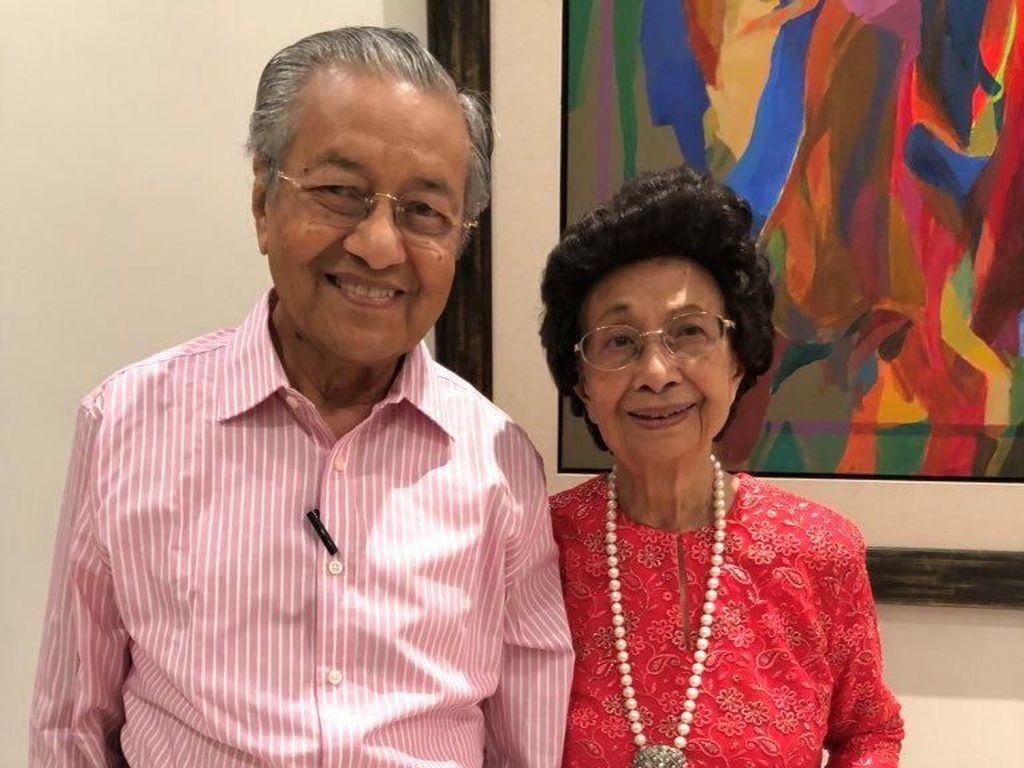 Keracunan Makanan, Istri PM Mahathir Dilarikan ke Rumah Sakit