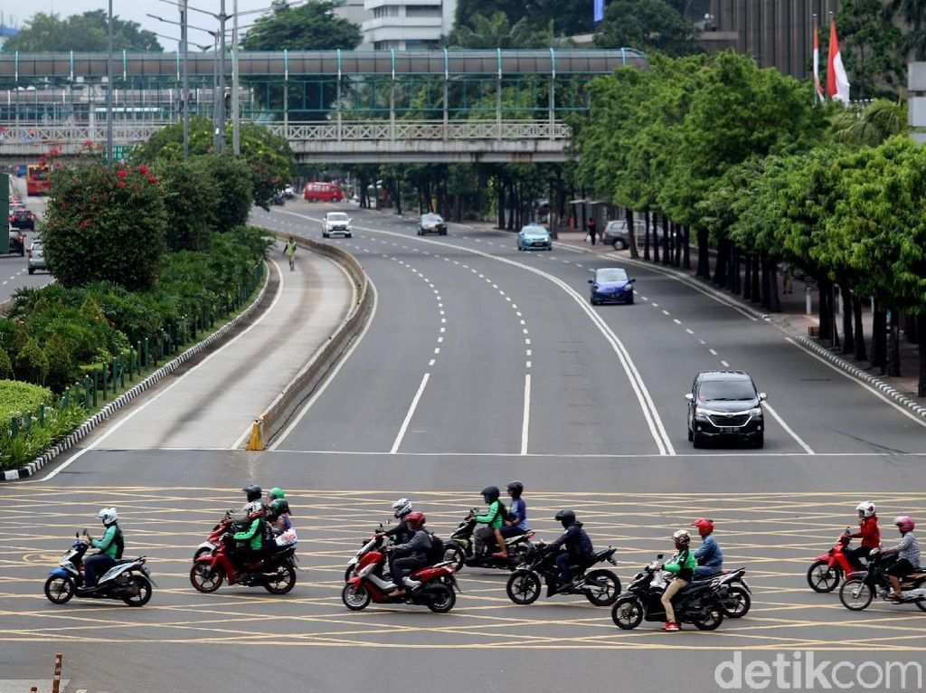 Foto: Before After, Motor Melintas Sudirman-Thamrin