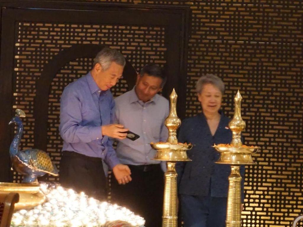 Saat PM Singapura Terkesima Lihat Merak Berekor Lilin di India