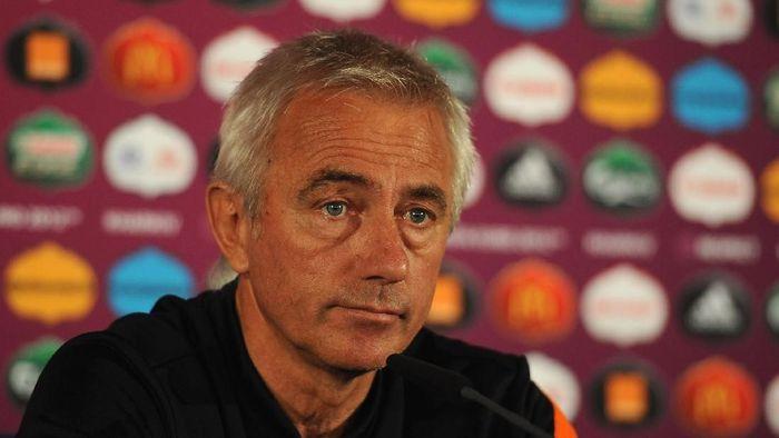 Pelatih Timnas UEA Bert van Marwijk. (Foto: Handout/UEFA via Getty Images)