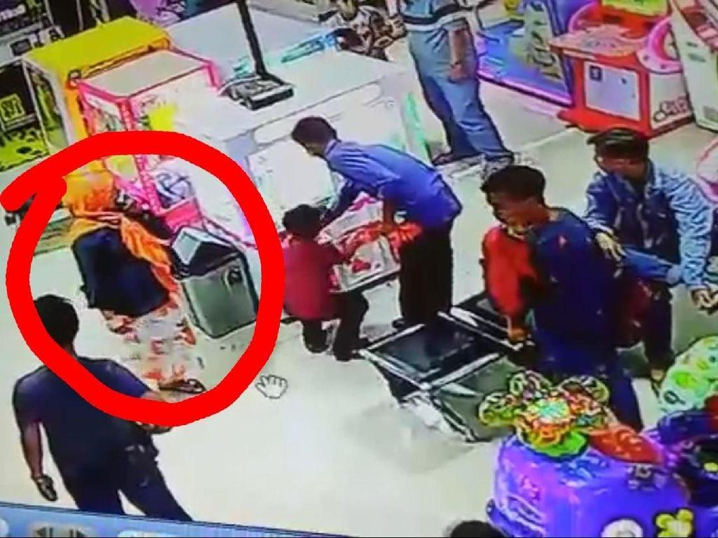 Aksi Ratu Hipnotis Saat Incar Siswi SD Terekam CCTV