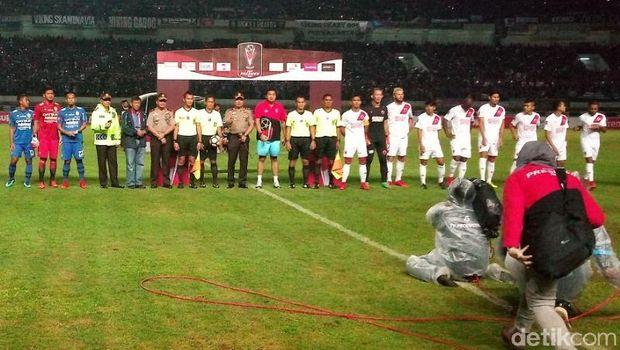 Kapolda Jabar Turun Amankan Pertandingan Persib vs PSM