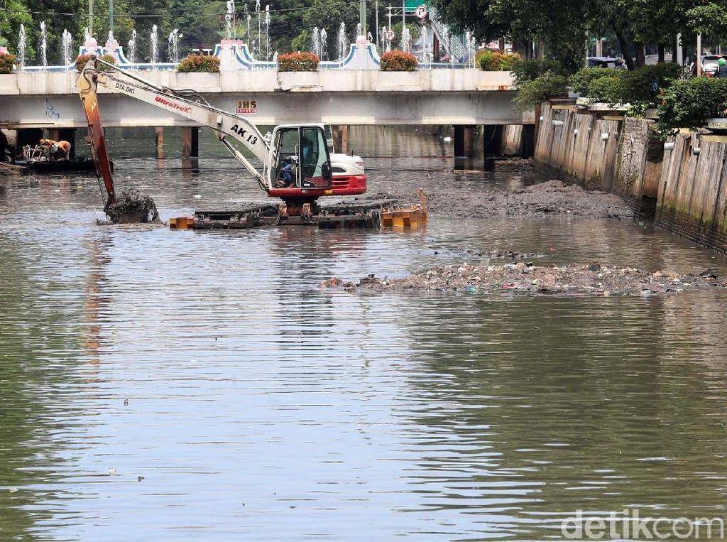 Tentang Normalisasi Sungai Era Jokowi-Ahok yang Disindir Anies