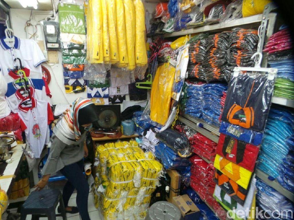 Marak Kampanye via Medsos, Penjualan Atribut di Pasar Senen Turun