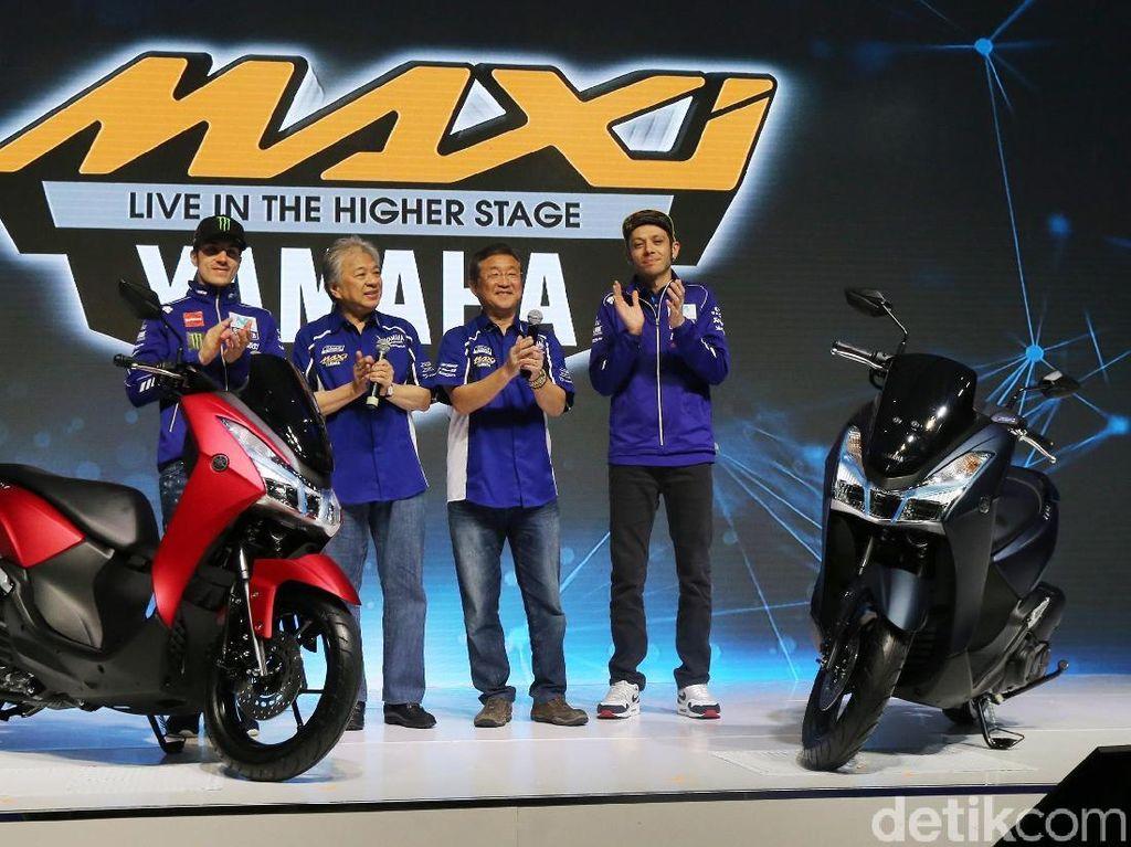 Ketika Rossi dan Vinales Tunggangi Yamaha Lexi