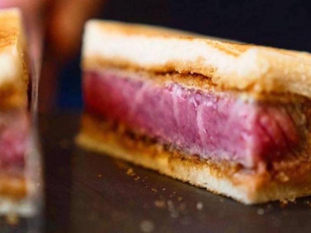 Pencinta Daging, Mau Cicip Sandwich Wagyu Seharga Rp 2,3 Juta Ini?