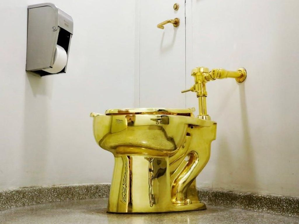 Foto: Toilet Emas 18 Karat Buat Donald Trump