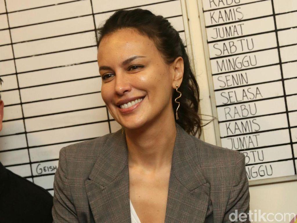 Pesan Sophia Latjuba di Hari Pers Nasional: Jangan Gosip Terus!