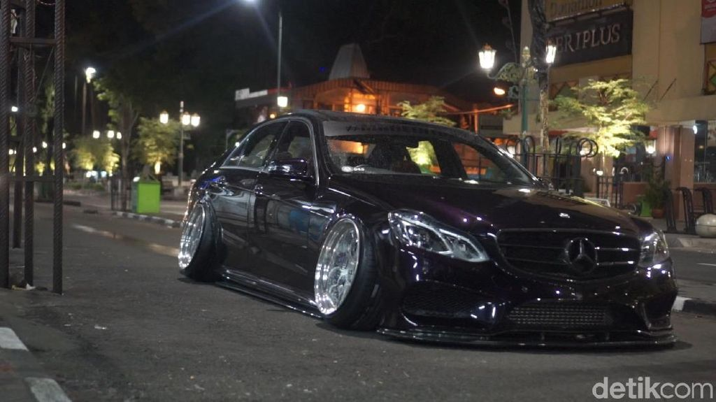 Mobil Modif Indonesia Mejeng di Osaka Jepang