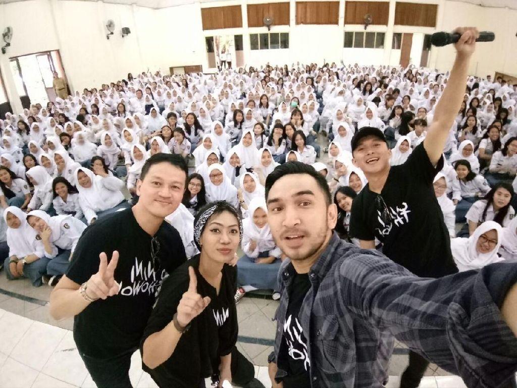 Video Keseruan Promo Film Nini Thowok ke Sekolah-sekolah