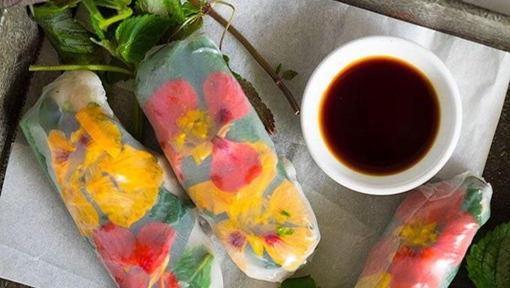 Wow! 8 Spring Roll Buah dan Sayur Ini Hasilkan Warna Pelangi yang Cantik