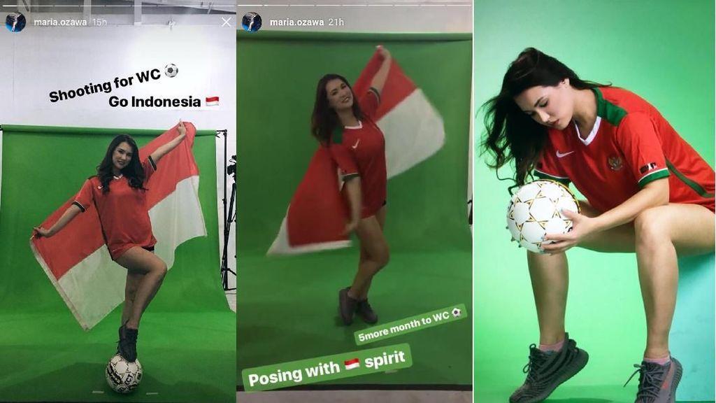 Begini Gaya Miyabi Pakai Jersey Timnas Indonesia