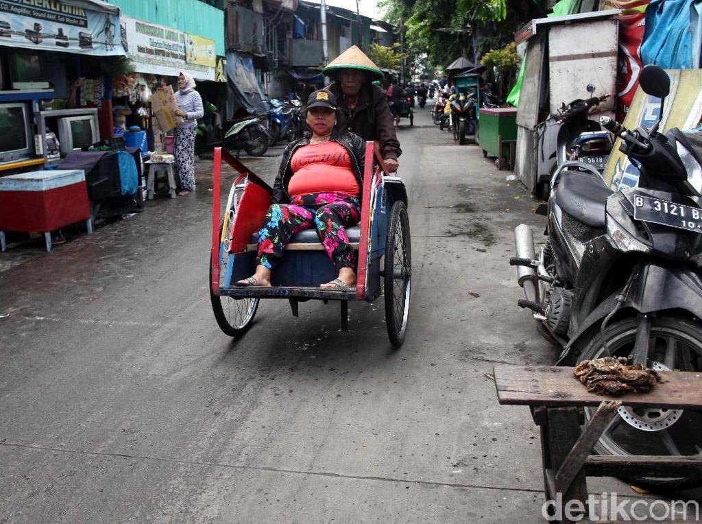 Siapa Mobilisasi Becak untuk Destabilisasi Jakarta?