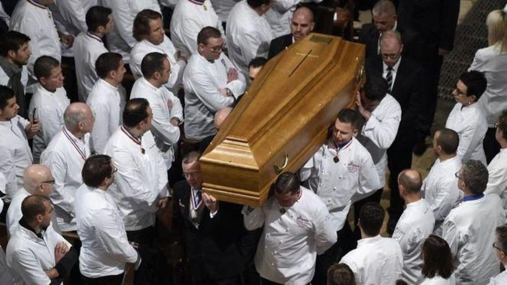 Berbaju Putih 1.500 Chef Dunia Mengantar Paul Bocuse ke Peristirahatan Akhir