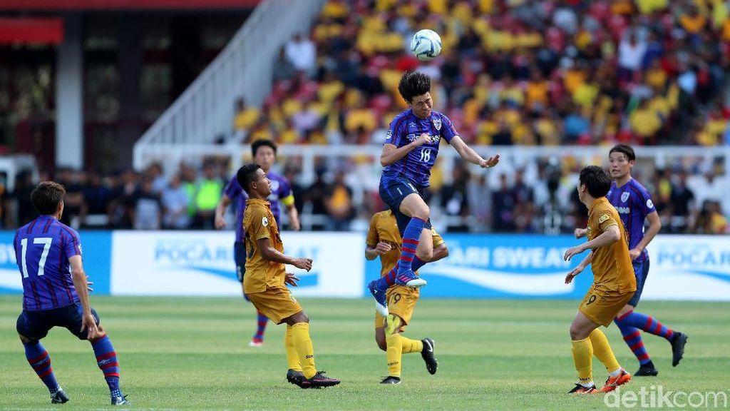 Foto: Bhayangkara Dipecundangi FC Tokyo di GBK
