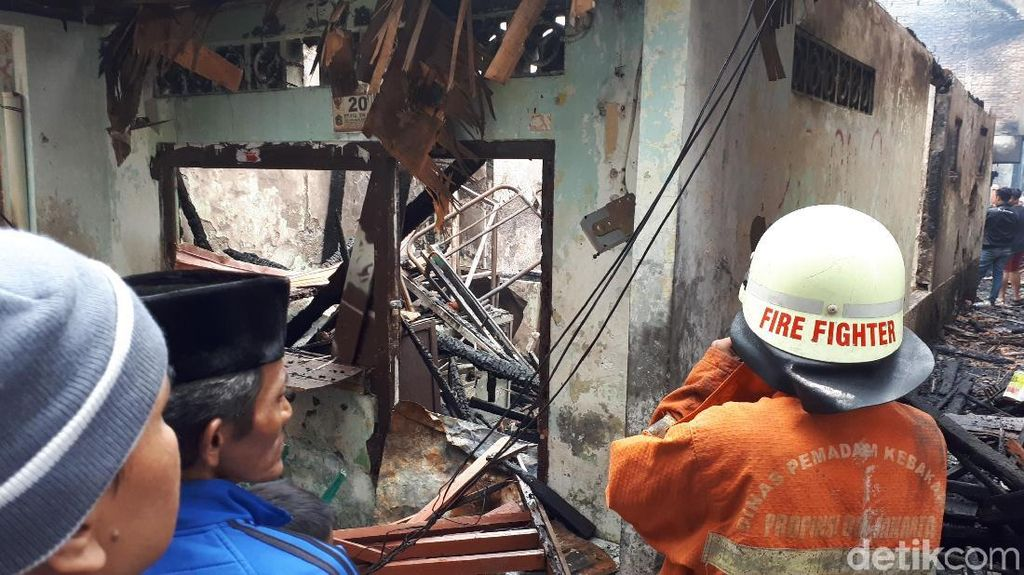 Potret Kebakaran Dahsyat yang Hanguskan 10 RT di Tamansari