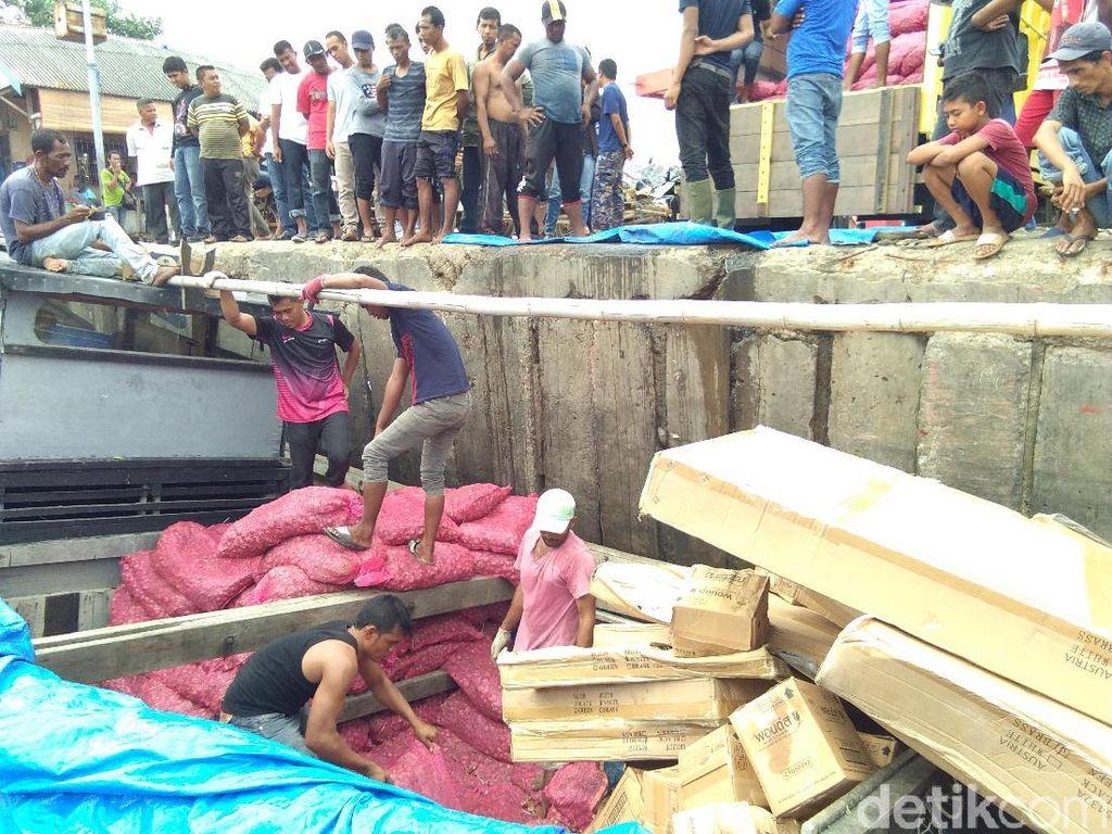 Polisi Buru Pemilik Kapal Angkut Bawang Ilegal, Dua ABK Ditahan
